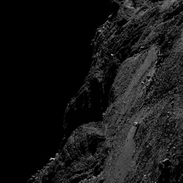Tento snímek pořídila kamera OSIRIS 11. května ze vzdálenosti 9,97 km. Rozlišení fotky je 16 cm/pixel