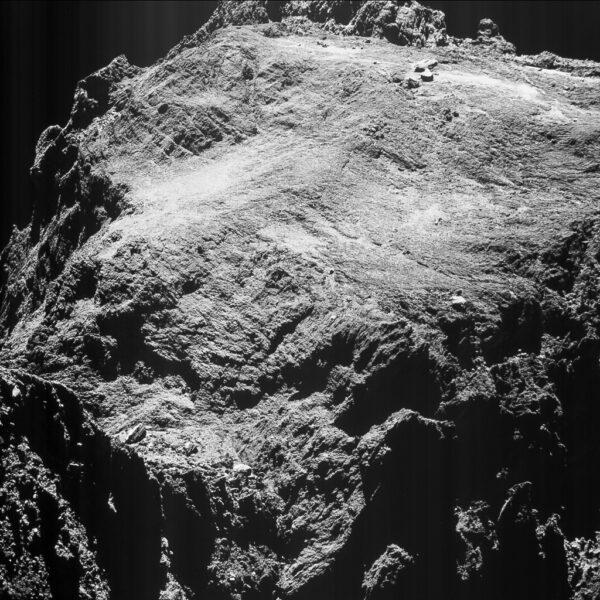 Kometa 67P vyfocená 15. května z výšky 9,9 km