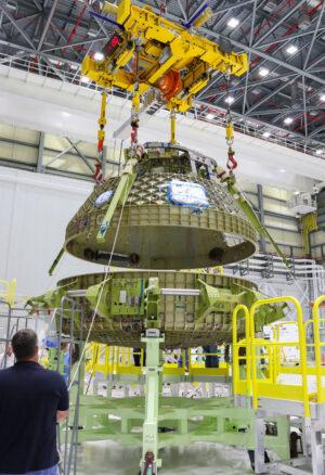 Sestavování exempláře lodi Starliner, který bude určen pro strukturální zkoušky