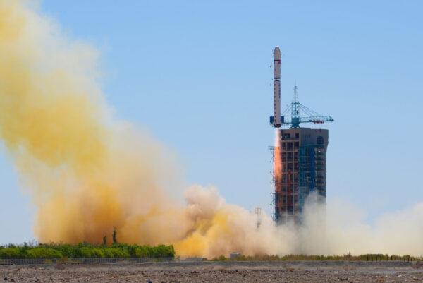 Úspěšný start rakety CZ-2D se satelitem Yaogan-30.