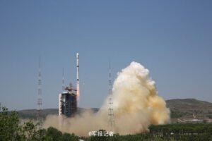 Start rakety Dlouhý pochod 4B s družicí Ziyuan-3-02