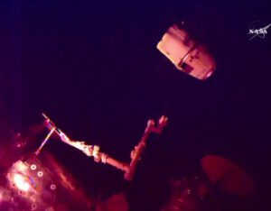 Dragon opouští ISS.