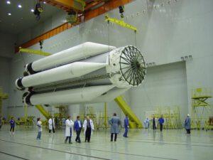 První stupeň rakety Proton-M