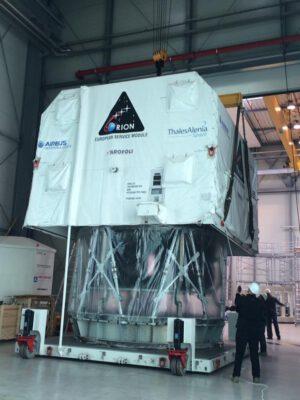 Primární struktura letového exempláře servisního modulu Orionu dorazila z Turína do Brém