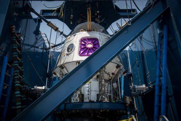 Crew Dragon na strukturálních testech