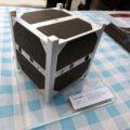 Maketa cubesatu skCube na stánku SOSA