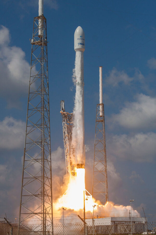 Nákladem byly telekomunikační družice Eutelsat-117 West B a ABS-2A