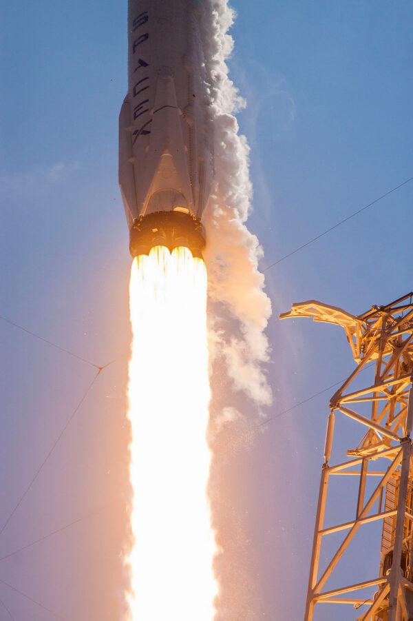 Mimořádně povedený snímek spodní části rakety