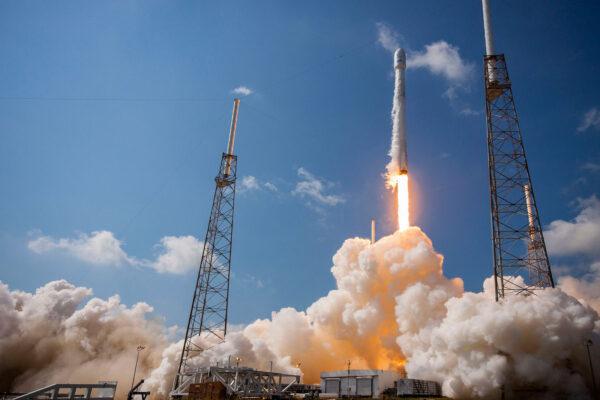 Falcon odstartoval hned na první pokus - v 16:29 našeho času