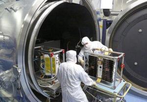 Družice CYGNSS při přípravě na tepelně-vakuové zkoušky v Southwest Research Institute