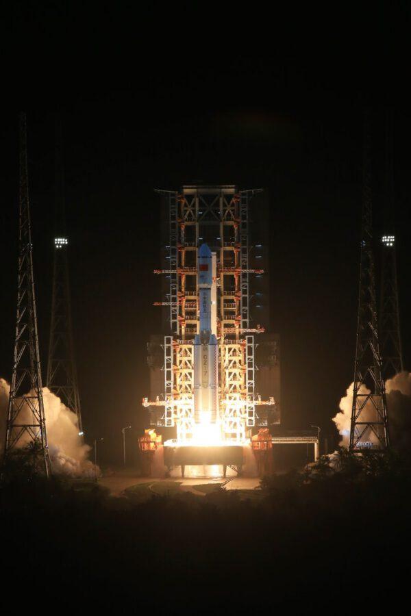 Premiérový start rakety Dlouhý pochod 7