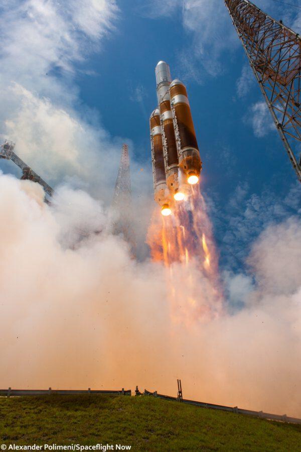Delta IV Heavy startuje s NROL-37
