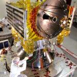 Venus Express při přípravách na vibrační testy. Zdoj: ESA