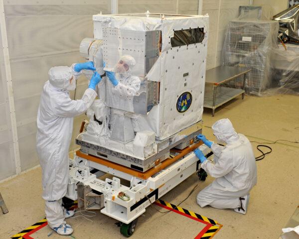 Přístroj NICER v čisté místnosti na floridském kosmodromu