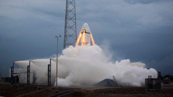 Jeden z důležitých okamžiků vývoje kosmické lodi – zkouška nouzového přerušení startu na rampě v reálných podmínkách.