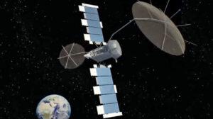 Umělecká přerdstava satelitu MUOS na oběžné dráze