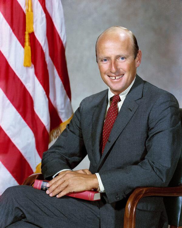 """Přátelský a zábavný, zároveň však velmi schopný Charles """"Pete"""" Conrad vystřídal Cunninghama coby šéf odboru AAP v rámci kanceláře astronautů."""