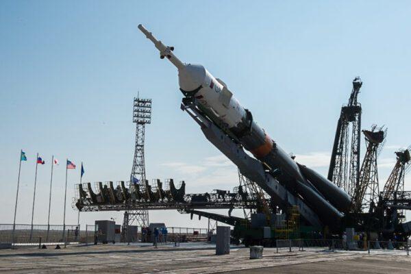 Vztyčování Sojuzu.