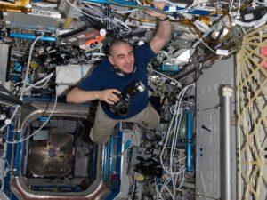 Anatolij Ivanišin na palubě ISS při své zatím jediné vesmírné misi