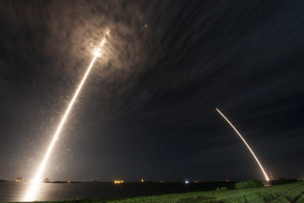Podobná dlouhoexpoziční fotka, ale tentokrát přímo od SpaceX