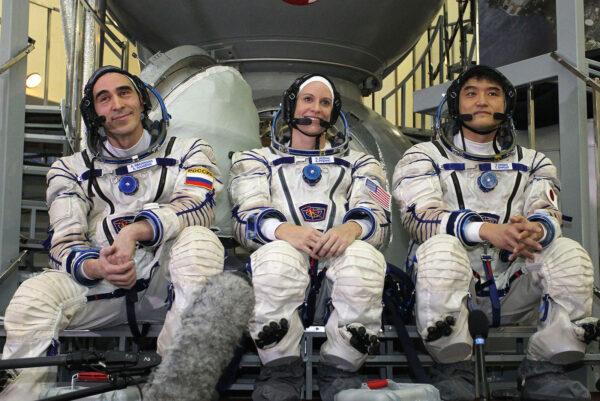 Posádka Sojuzu MS-01 Zleva: Anatolij Ivanišin - Kathleen Rubins - Takuja Óniši