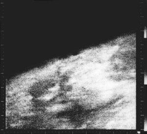 První snímek Marsu od sondy Mariner 4