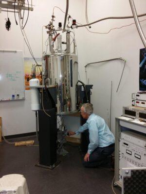 Pozemní část experimentu používá magnet o magnetické indukci 17 Tesla.