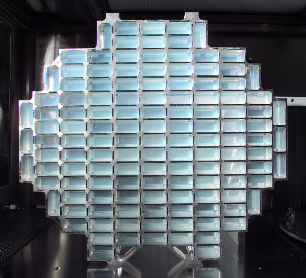 Pole aerogelových bloků k zachycení prachových částic