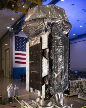 MUOS 5 ještě v továrně Lockheed Martin.