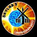 """""""chybná"""" nášivka první mise ke Skylabu"""