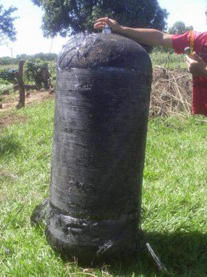 Táto kompozitná tlaková nádrž spadla 15 metrov od domu farmára v Brazílii po zániku rakety Falcon-9