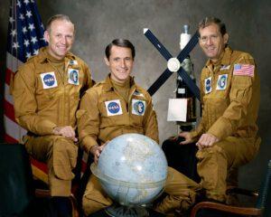 Posádka SL-4 – vesmírní maratonci (zleva: Carr, Gibson, Pogue)