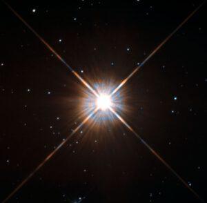 Na snímku Hubblova teleskopu je Proxima Centauri, která je kromě Slunce k nám nejbližší hvězda (zdroj NASA).
