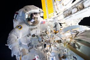 Jeffrey Williams během výstupu do volného prostoru 19. srpna 2016