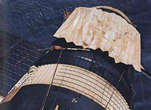 """""""Marshall sail"""" konečně na svém místě. Povšimněte si vyčnívajícího Parasolu, který byl ponechán na svém místě."""