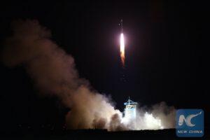 Start rakety Dlouhý pochod 2D s družicí QSS