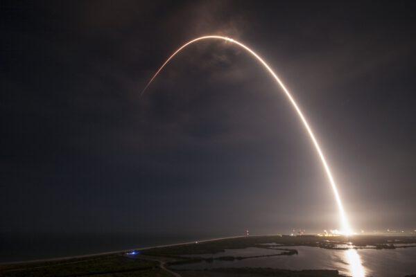 Povedený časosběrný snímek z dnešního úspěšného startu Falconu 9 v1.2