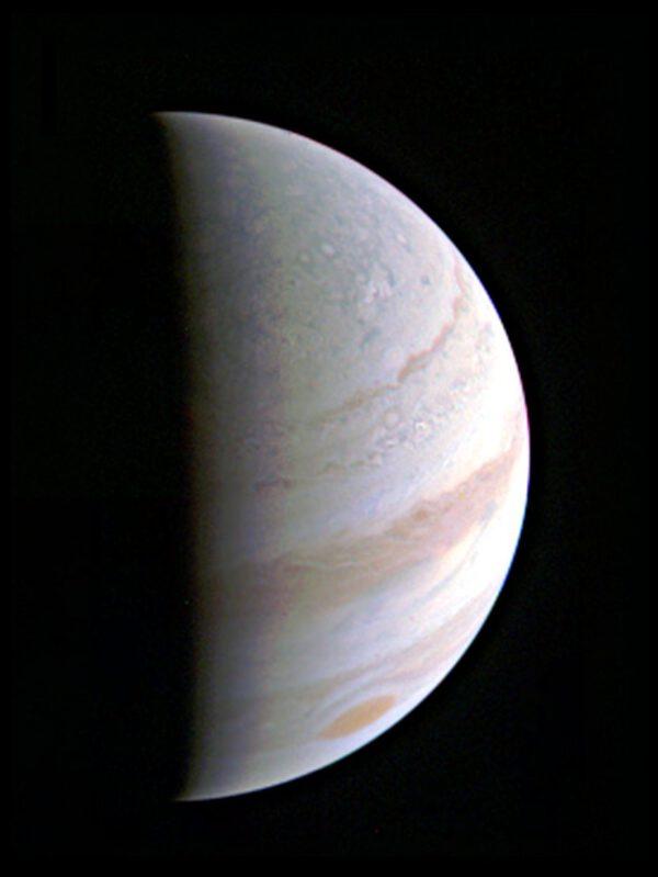 Jupiter z JunoCam
