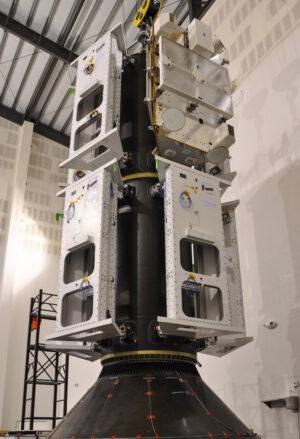 Zkouška vypouštěcího adaptéru s maketami družic