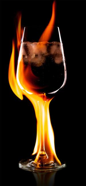 na internetu není mnoho obrázků s motivem ClF3. Vzali jsme tedy zavděk fotomontáží, která ukazuje,že tato látka dokáže zapálit i sklo.