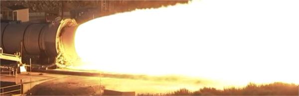 Zážeh motoru na tuhá paliva pro SLS snímaný běžnou kamerou