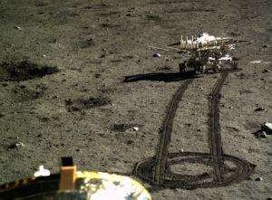 Yutu operuje na povrchu Měsíce