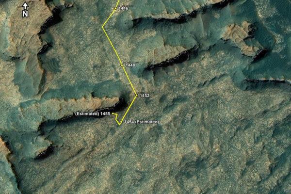 Oblast Murray Buttles. Dva vrcholky oblasti tvoří zvětralé zbytky uložených vrstev písku a jílu