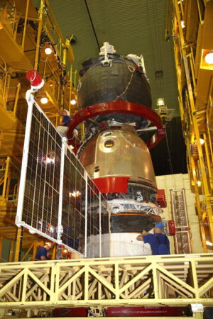 Práce na Sojuzu MS-02