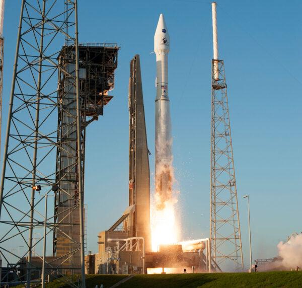 Konfigurace 411 znamená, že raketa používá 4metrový aerodynamický kryt, 1 urychlovací blok na tuhé palivo a jednomotorový horní stupeň Centaur.