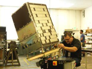 Příprava jednoho ze satelitů Terra Bella