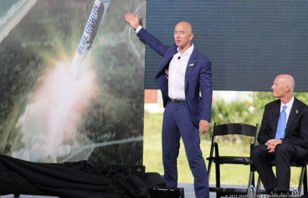 Jeff Bezos oznamuje v roce 2015 plány na orbitální lety z rampy LC-36.