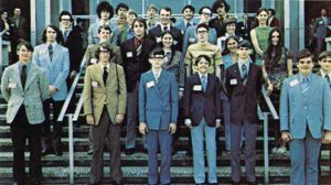 Pětadvacítka studentů, jejichž návrhy experimentů došly až do finále.