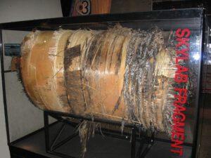 Kyslíková nádrž - jeden z velkých fragmentů, jež přežily ohnivý sestup atmosférou