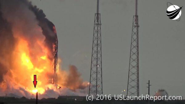 +12,5 s - Exploze satelitu Amos - zřejmě až nyní došlo k poškození jeho nádrží s hydrazinem, který začal hořet